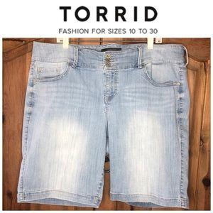 Torrid Light Wash Jegging Three Button Shorts 22